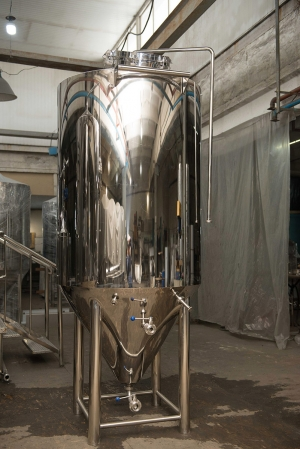 Conical Fermentor  1000 l. with top hatch