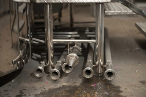 The branch pipes of the brewhouse are finished with threaded quick-disconnect joints